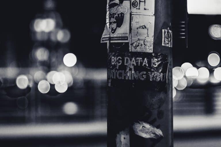Lampenpfahl mit BigData Schild - auch hier kann ein Betroffener Auskunft verlangen