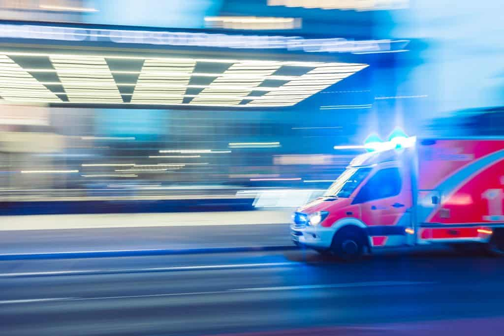 Krankenwagen auf dem Weg zum Einsatz.
